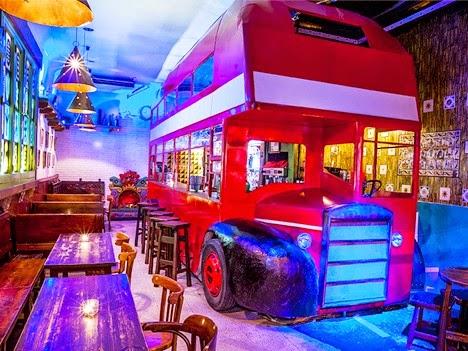 También, Pasada La Hora De La Cena Es Un Original Bar De Copas. Puede Ser  Un Lugar Ideal Para Cenar Con Los Amigos.