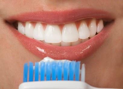 Memerahkan Bibir Dengan Pasta Gigi