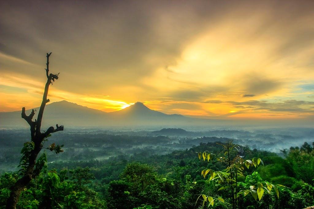Hasil gambar untuk Menikmati Sunrise Bukit Purwosari