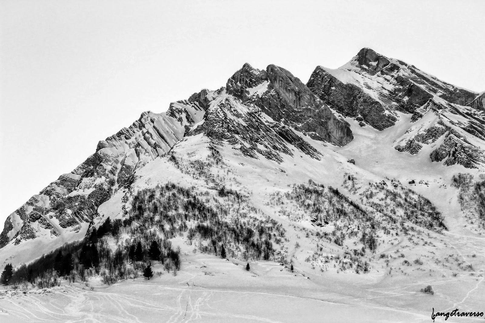 Panorama du Massif des Aravis. Photo prise depuis le col des Aravis, en Haute-Savoie