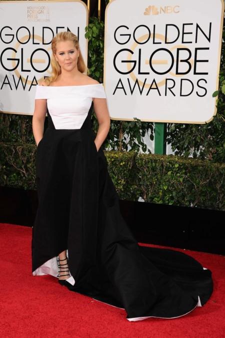 Amy Schumer vestida de Pabral Gurung en los Golden Globes, enero 2016