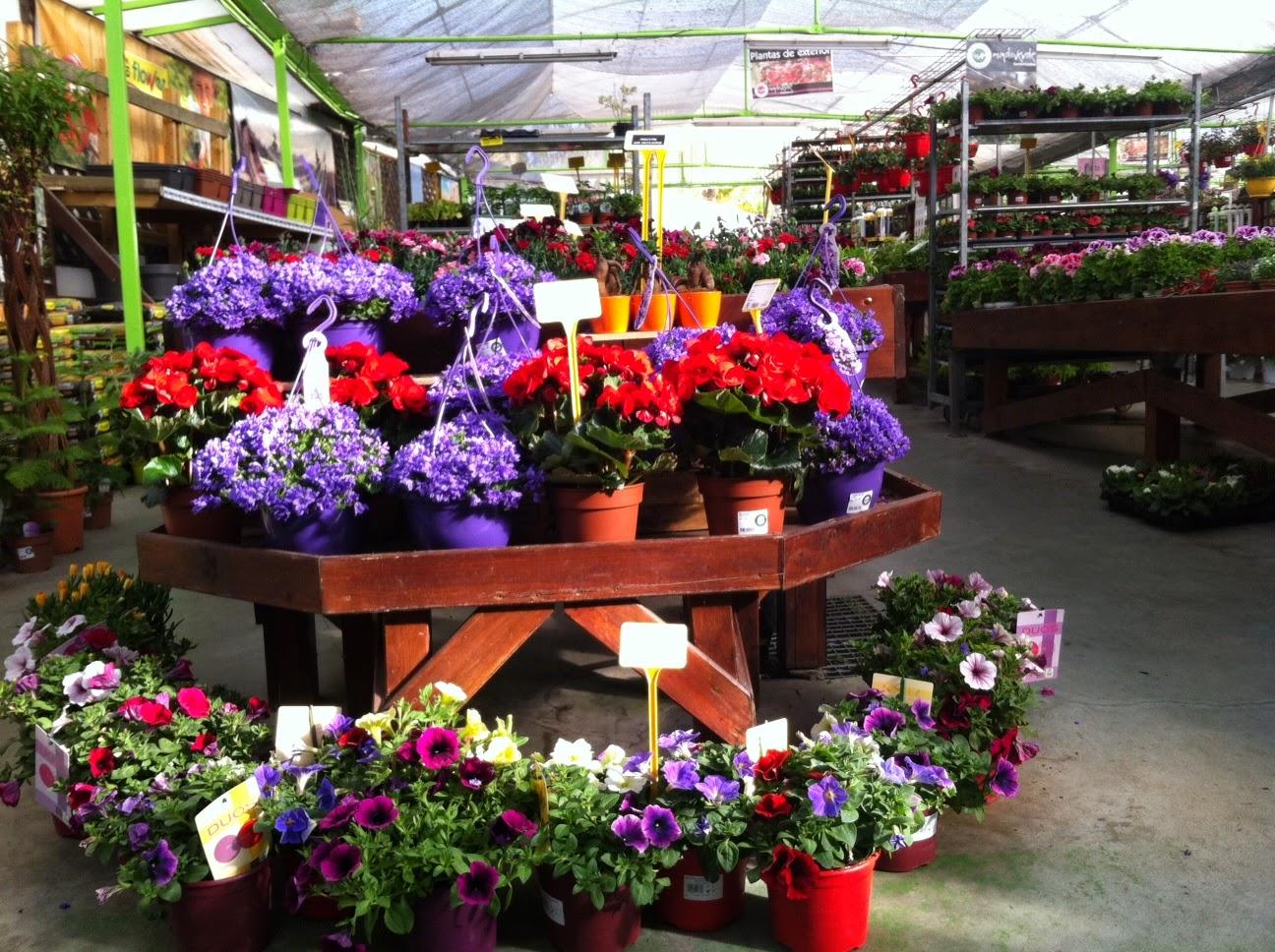 Garden sopelana mundo verde jardinarium d a perfecto for Antorchas para jardin precio