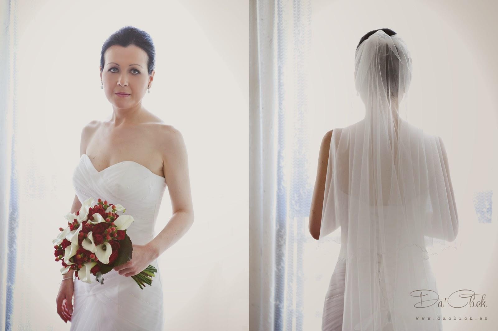vestido de novia Rosa Clará  por delante y por detrás , ramo de flores de novia