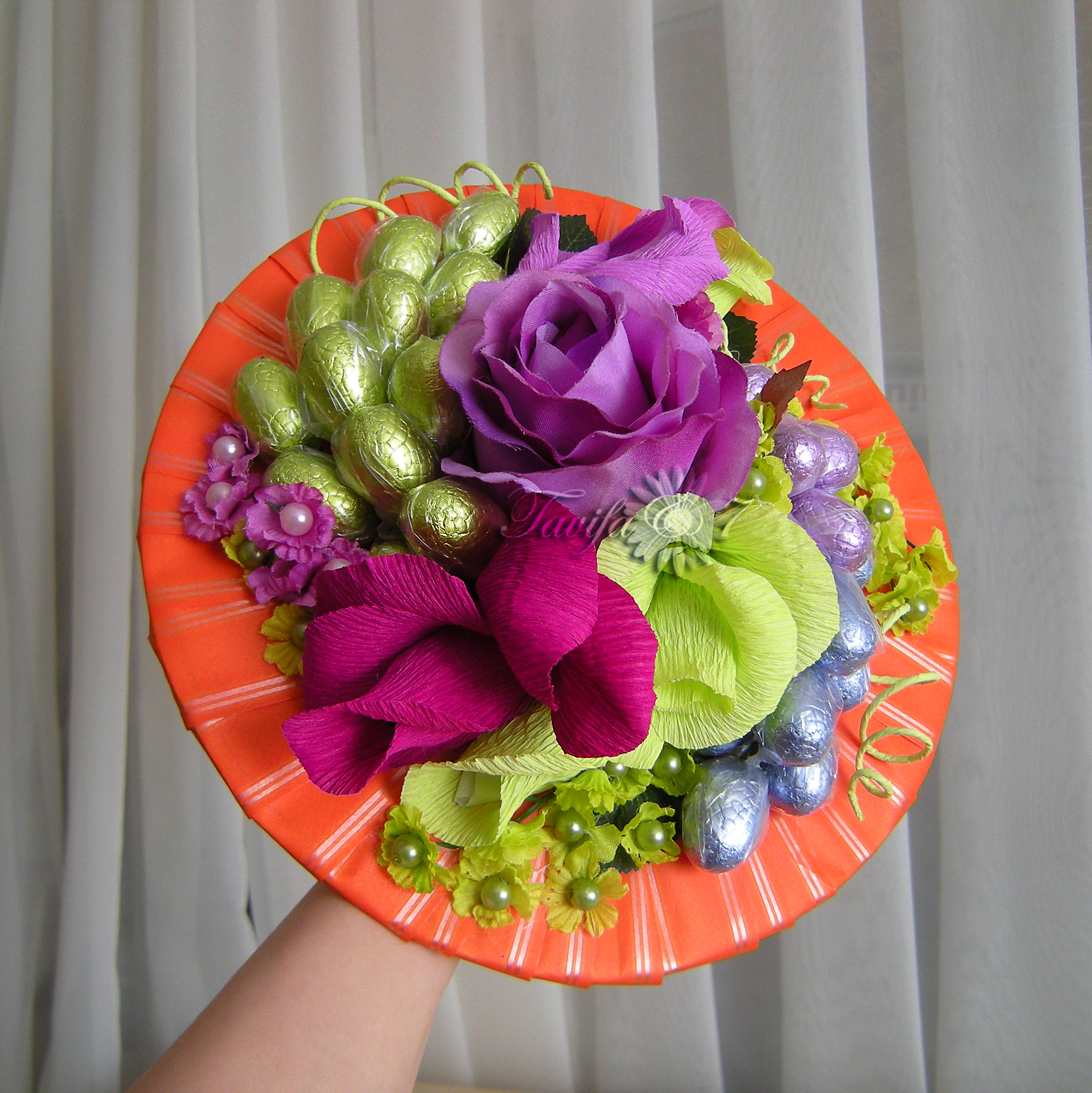 Флористика из конфет своими руками