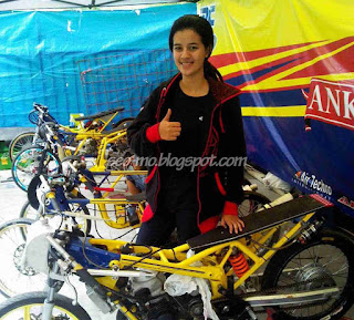 Photo Sabrina Sameh Dengan Motor Drag