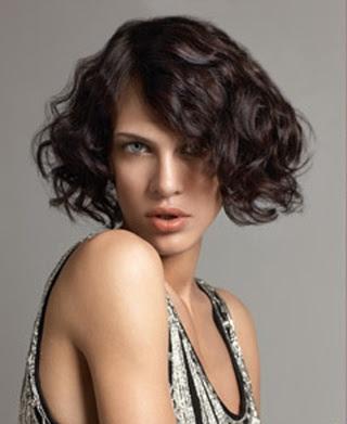 14 Fantásticos peinados para cabellos rizados y cortos Genial guru - Peinados Para Pelo Muy Rizado