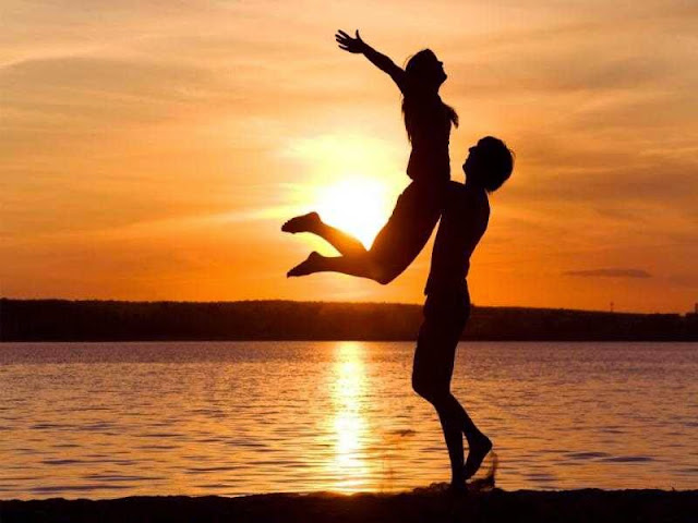 Gambar Romantis di pantai
