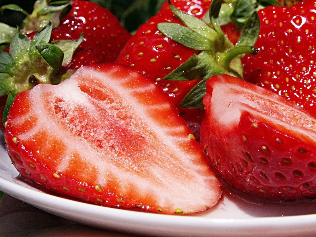 ¿Cuáles son las frutas que menos engordan? En este post podemos ver las frutas con menos calorías, de modo que podamos tomar más porciones de estas y si tomamos la misma porción ayudarnos a adelgazar