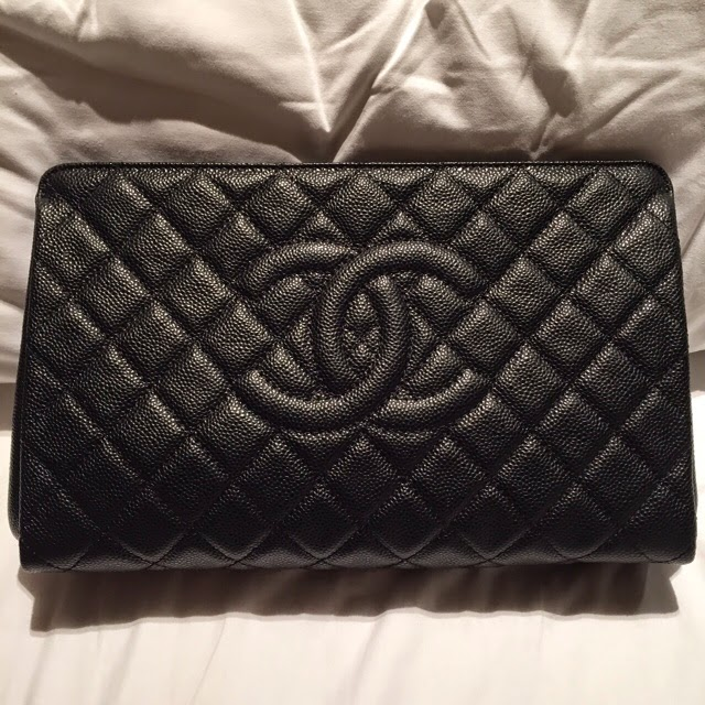 Chanel A65737 Quilted Caviar Jumbo CC Clutch Bag ~Pre-order