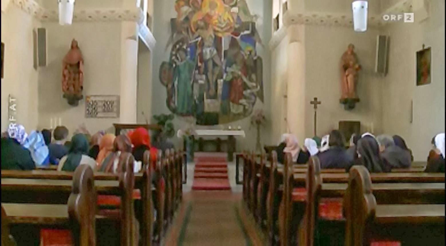 Gülen cemaatinin Avusturya mensuplarının Teslis Kilisesindede bozulmuş incil'den mezmurlar okuyup müşrik ibadeti ettikleri anların fotoğrafları: