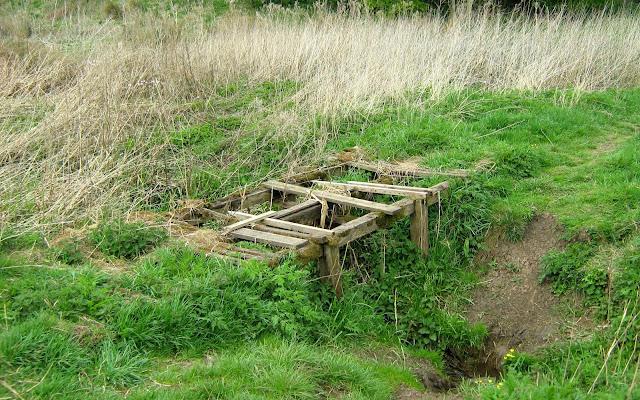 Dilapidated footbridge near the River Anker