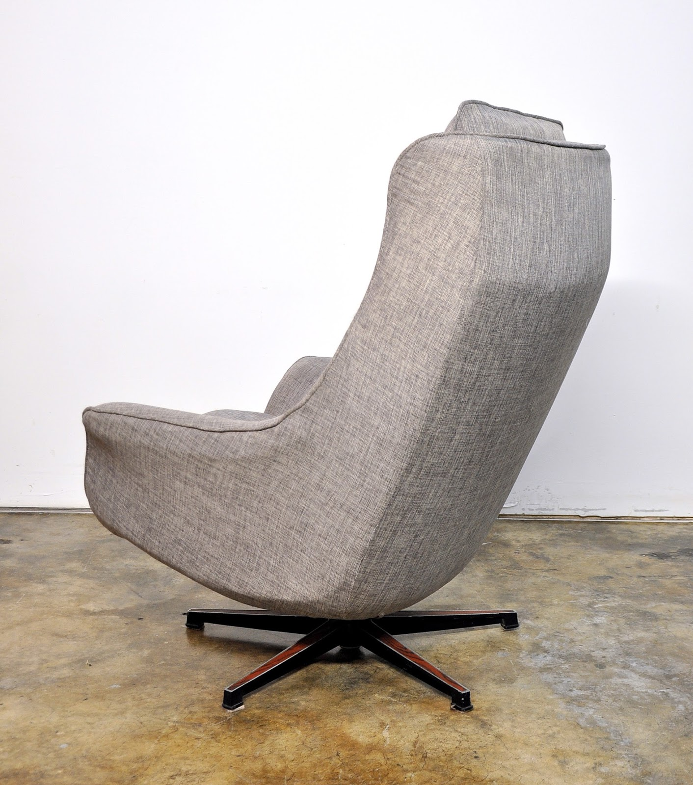 SELECT MODERN Mid Century Swivel Lounge Chair