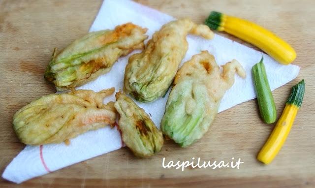 Ricetta fiori di zucchina fritti e frittelle di zucchina