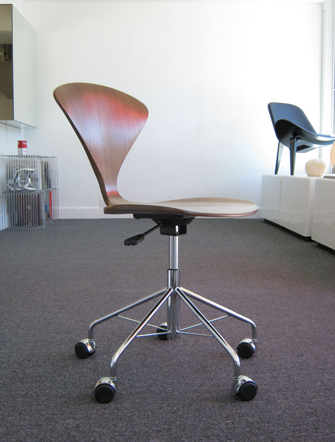 Genial PNEUMATIC Lift Cherner Office Task Chair On Sale With 5 Durable Casters And  Walnut Seat, Walnut