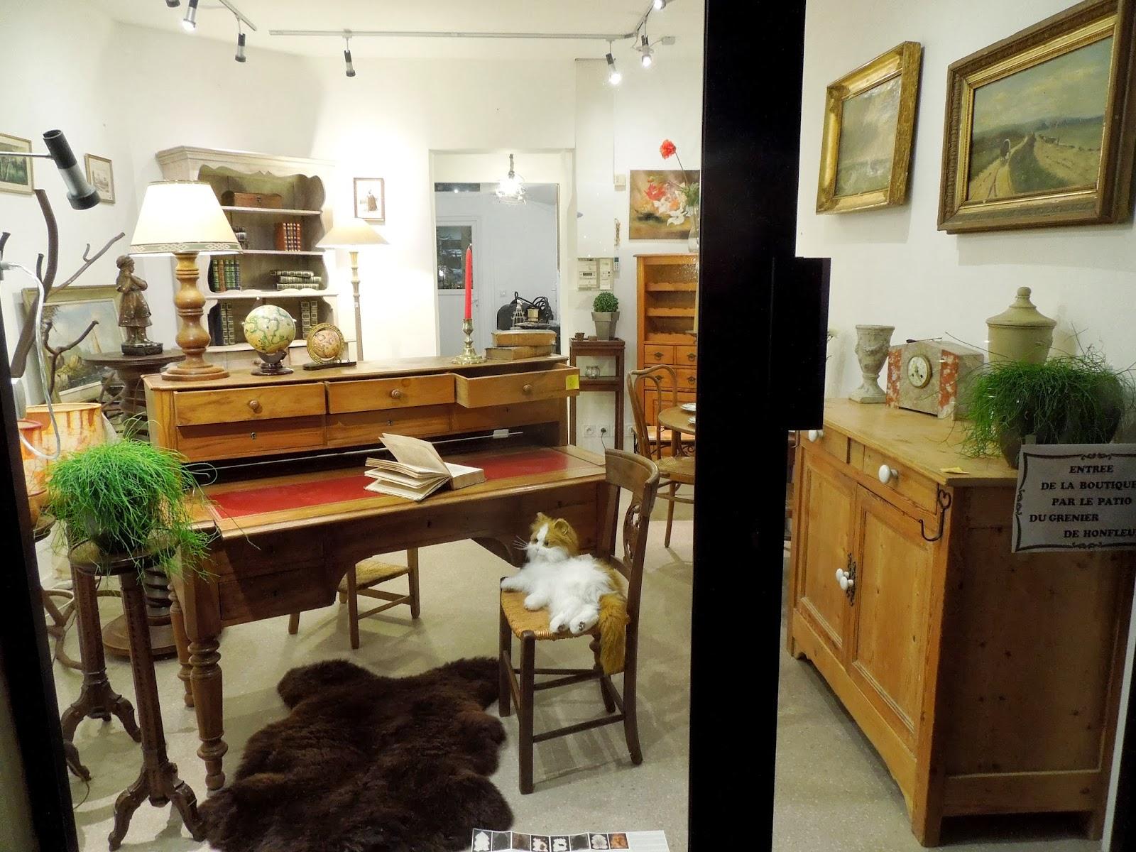 d p t vente honfleur le grenier de honfleur de belles occasions en vitrine au d p t vente. Black Bedroom Furniture Sets. Home Design Ideas