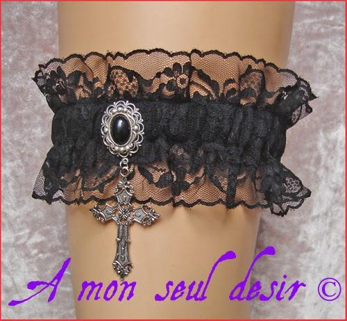 Jarretière dentelle noire victorienne gothique croix argentée black lace gothic goth gothik victorian silver cross