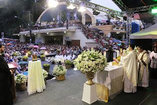 Celebração inaugural com o Padre Robson Oliveira, do Santuário do Divino Pai Eterno em Teresópolis