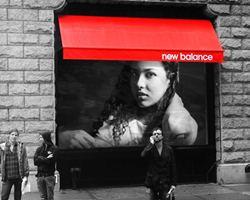 Montagem de foto detalhe colorido com moldura New Balance