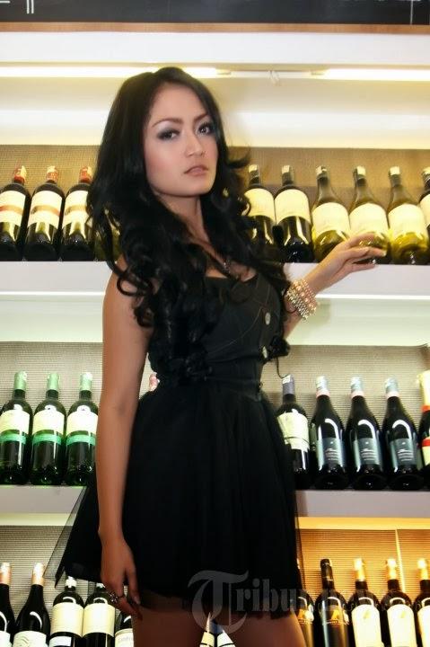siti badriah hot 06 Skandal Foto Mesum Penyanyi Dangdut Siti Badriah