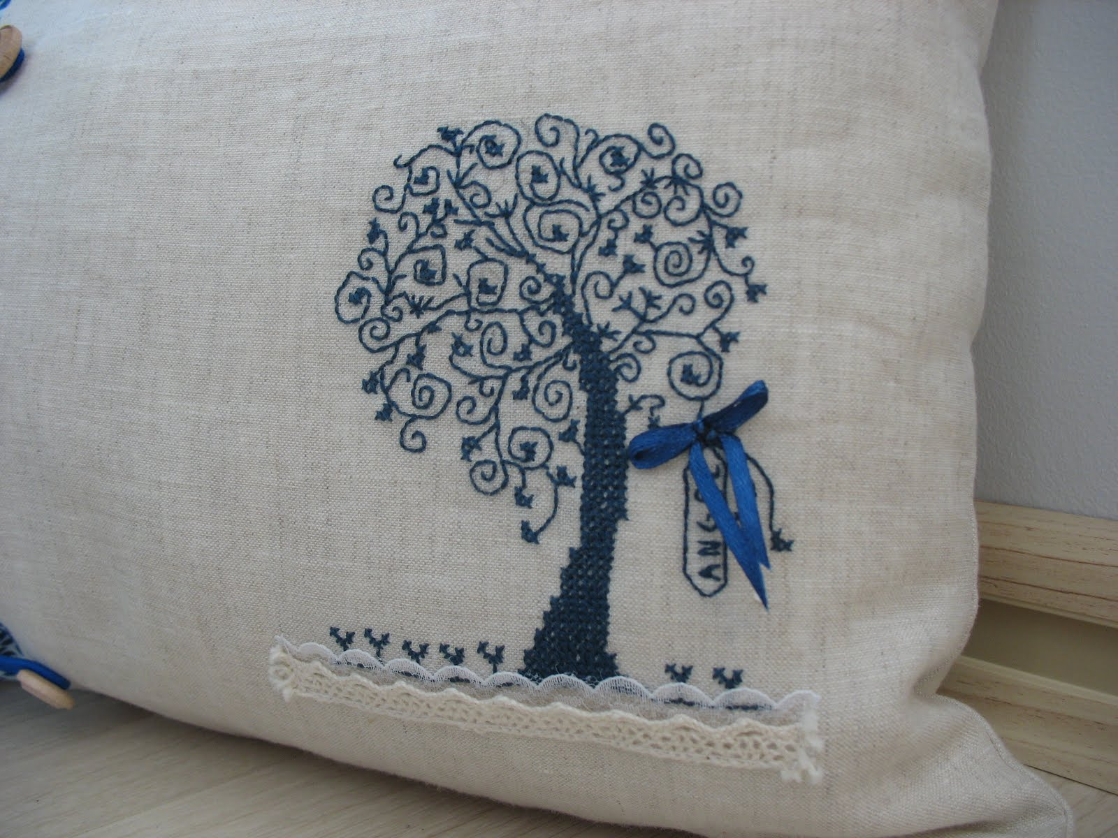 Подушка из льна вышивка