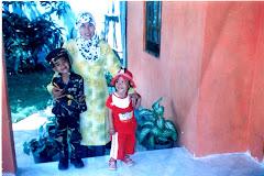 Grandy, Divi dan Ibunya mau karnavalan