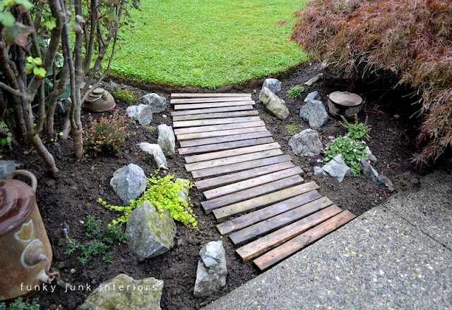 Pallet wood walkway / part of summer garden reveal on FunkyJunkInteriors.net