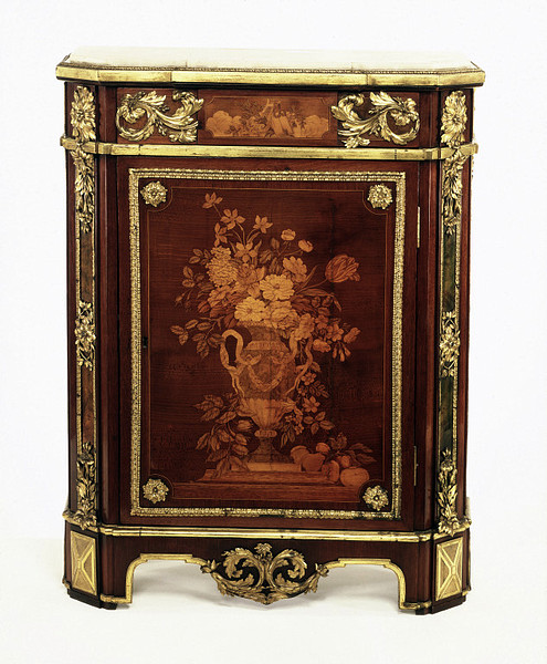 Made by J.H. Riesener and delivered on  1773 for use in the apartment of P.E. de Fontanieu