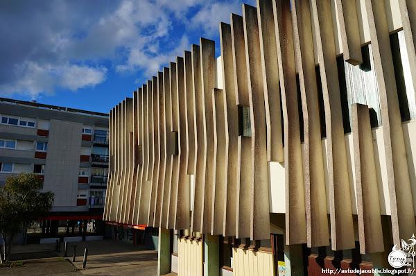 Nantes - Eglise Saint Étienne de Bellevue  Architectes: Luc et Xavier Arsène-Henry  Construction: 1971