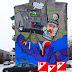 Industrialny mural na ścianie budynku przy ulicy Grochowskiej.