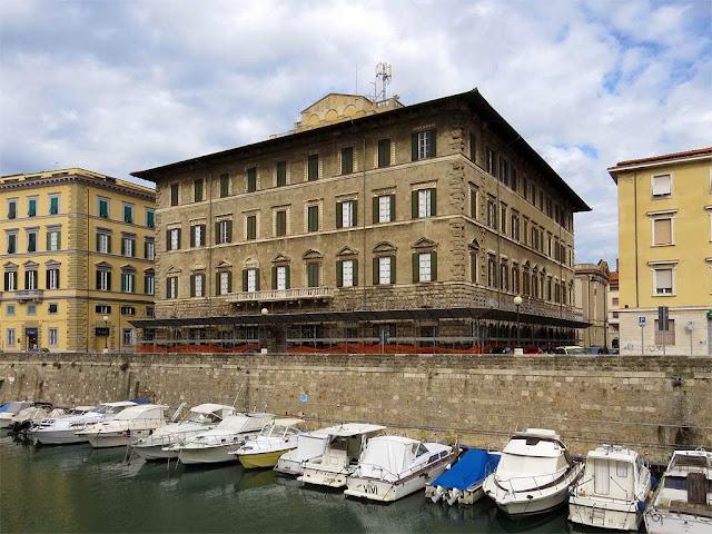 Palazzo Maurogordato, scali D'Azeglio, Fosso Reale, Livorno