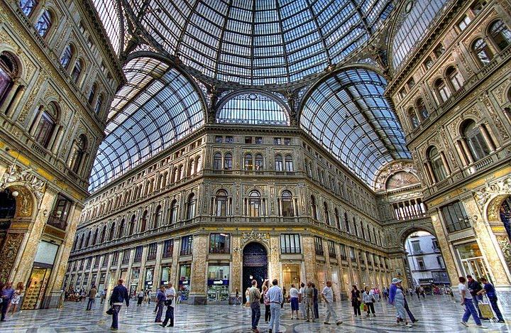 Galleria holidays house napoli galleria umberto i for Architettura classica