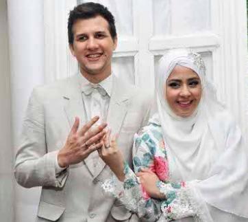 Risty Tagor resmi menjadi istri Stuart Collin dan sudah menikah