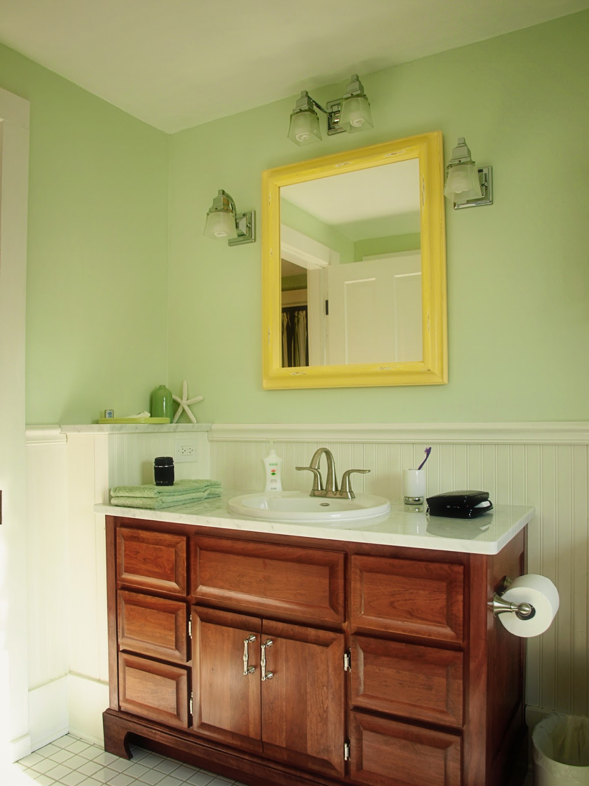 Farmhouse bathroom ideas bathroom designs for Bathroom looks ideas