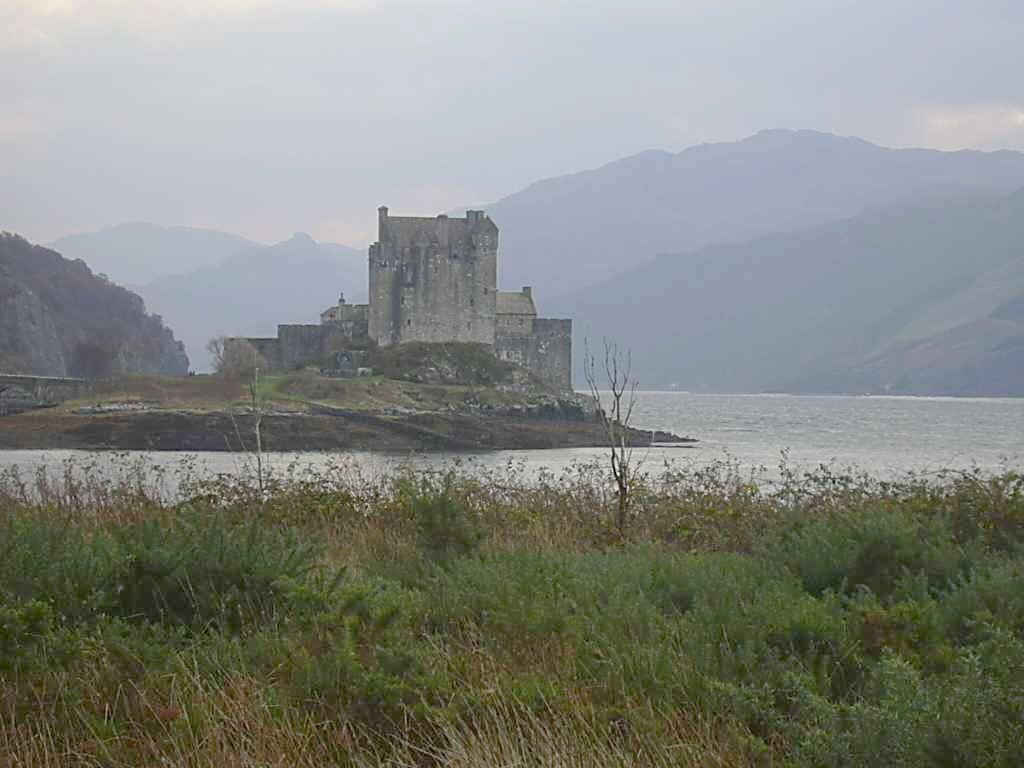 http://4.bp.blogspot.com/-jw2vfVNqB-A/T0aJi-rSUBI/AAAAAAAADUY/U2BhnvCtqSY/s1600/Eilean_Donan_castle_Scotland.jpg