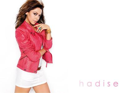 Hadise Lovely Wallpaper