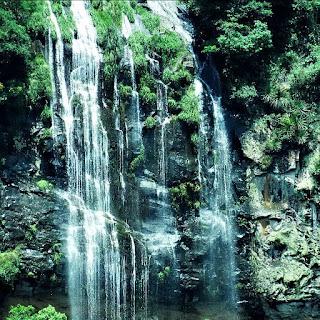 Uma das cascatas que se pode observar da estrada de terra que leva à Balsa União II.