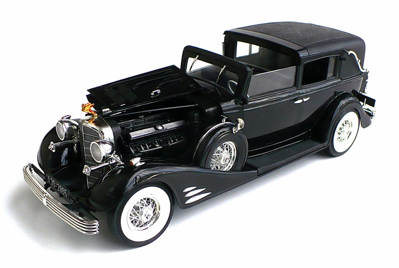 The Great Canadian Model Builders Web Page!: 1933 Cadillac V-16 Town