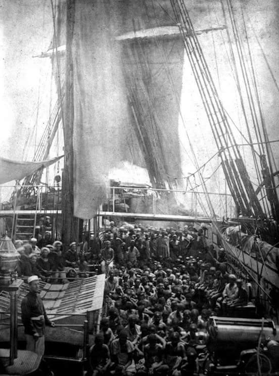Navio tumbeiro trazendo os escravizados
