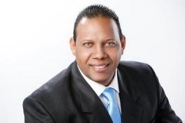 Diputado propuso regular cobro tarjetas de crédito arremete contra Ng Cortiña