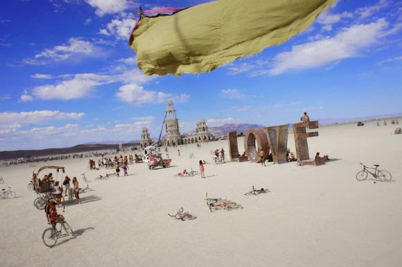 METRONOME December - Fantastic photos of burning man counter culture event taking place in the desert