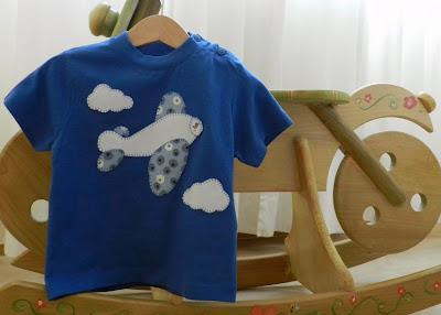 Camiseta patchwork. Camiseta con aplicación. Camiseta manga corta niño. Camiseta niño. Camiseta manga corta. Camiseta avión.