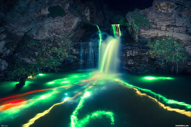 Foto-Air-Terjun-Cahaya-Neon-Karya-Sean-Lenz-dan-Kristoffer-Abildgaard-2