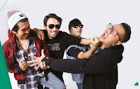 """Biografi  Rocket Rockers lahir pada tahun 1998 dengan nama awal Immorality President (Firman guitar/voc, Aska guitar/voc, Bisma bass/voc, Doni drums), namun nama itu hanya berjalan sekitar 1 tahun saja, karena vokalis yang pertama keluar karena satu dan lain hal. Sehingga pada tahun 1999 para personelnya masih mencari vokalis, dan akhirnya mereka mendapatkan seseorang yang bernama Ucay yang baru saja keluar dari band skate rock terdahulunya New Kicks On The Board. Setelah Ucay masuk, nama Immorality President berubah menjadi Rocket Rockers dengan pertimbangan membuat image baru yang lebih fresh.  Melihat deretean panjang perjalan musik band ini, kita tidak bisa bilang ini band baru. Di ranah indie Bandung, Rocket Rocker termasuk salah satu yang getol main di banyak acara. Untuk sekedar merefresh,  Band ini sudah mondar-mandir di seabrek album kompilasi seperti Fallen Angel, Still Punx, Still Sucks!,  No Place To Get Fun, Bad Tunes And Some Ordinary Things, Ripple (Demo) #8, New Generation Calling, Hati Keccil (vcd bmx). Rocket Rockers juga sempat menjadi salah satu band pembuka Skin Of Tears (band punkrock asal Jerman) di Dago Tea House Bandung. Kemudian mereka bergabung dengan salah satu label besar Sony-BMG Indonesia, dan langsung kontrak enam album. Kelebihan dieksplorasi musik itulah yang membuat mereka yakin, musik mereka sekarang jauh lebih baik dibanding sebelumnya.  Mereka, Aska [Guitar/Vocal], Ucay [Vocal], Bisma [Bass/Back Vocal], Lope [Guitar/Back Vocal], Ozom [Drums/Back Vocal], dari awal menyebut musik yang dimainkannya dengan college punk. College punk dalam benak mereka adalah karena banyak personilnya yang masih kuliah dan belum atau tidak lulus-lulus karena kesibukan bermusik. Meski banyak tudingan mereka """"disetir"""" oleh label, tapi pelan-pelan mereka memantah tudingan tersebut. Nekatnya, Rocket Rockers juga cuek dengan anggapan mereka ikut trend pasar. Lewat label barunya, mereka merilis album baru yang diberi titel Ras Bebas. Album ini sekaligus ja"""