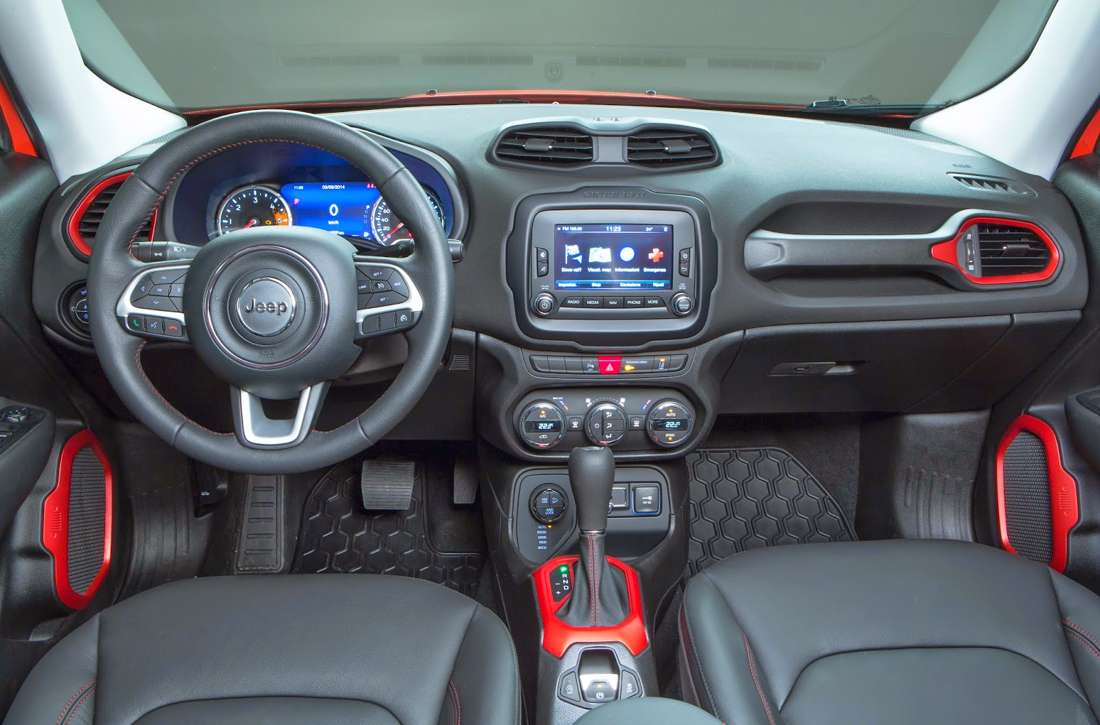 Me apasiona conducir jeep renegade 1 6 multijet 4x2 for Interno jeep renegade