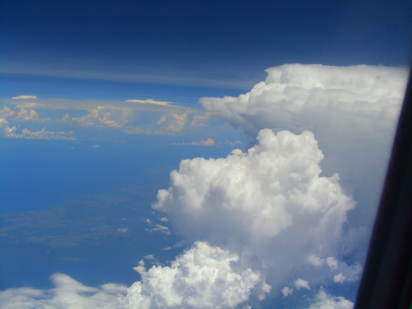 上空9000m