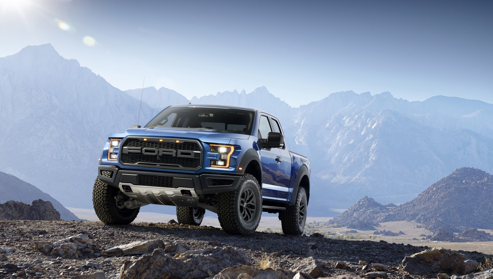 2015 - [Ford] F Series - Page 2 2017-Ford-F-150-Raptor-1