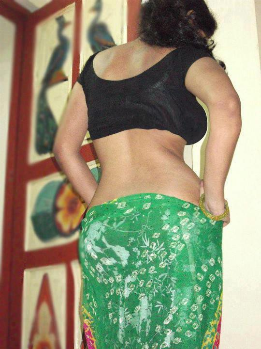 Sexy Bhabhi Backless indianudesi.com