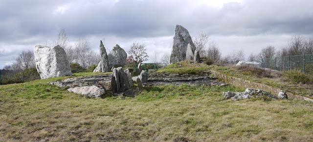 mégalithes Saint-Just: le château-Bu est un monument extraordinaire et unique en Europe