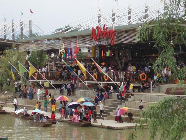 Suasana di AH POONG, Sentul City. Sebuah tempat wisata di Sentul, Jawa