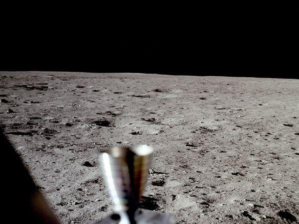 moon hoax no stars 10058 600x450 Menganalisa Peristiwa Pendaratan Manusia Pertama Kali Di Bulan